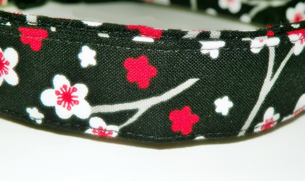 """Dog Collar - Black with red and white flowers - Size XL 17-29"""""""