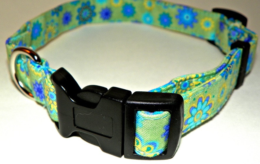 "Adjustable Dog Collar -Spring Green with flowers Medium (12-19"")"
