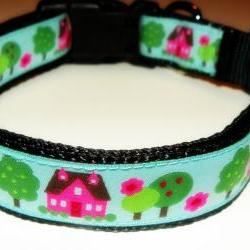 "Dog Collar - Blue with Pink Houses, Green Trees, Springtime Colors Size LG (15-24"")"